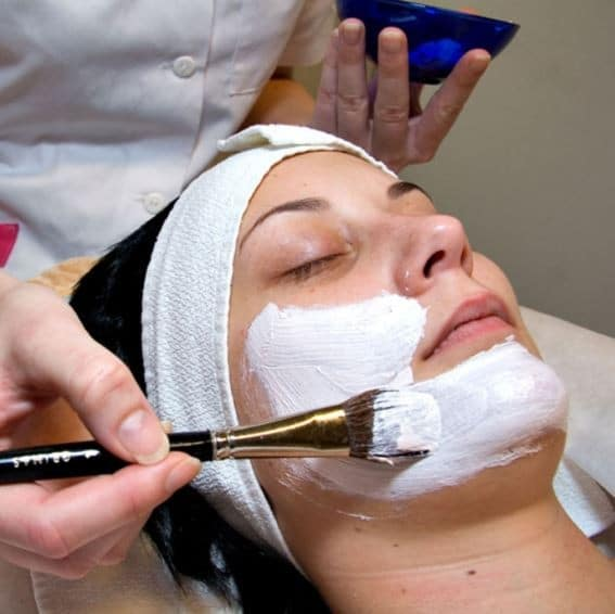 how to become a facialist